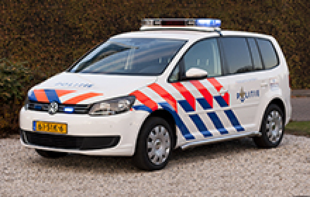 Politieauto VW Touran hedendaags
